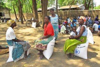 Distribución de asistencia alimentaria en Malawi. Foto: PMA/David Orr
