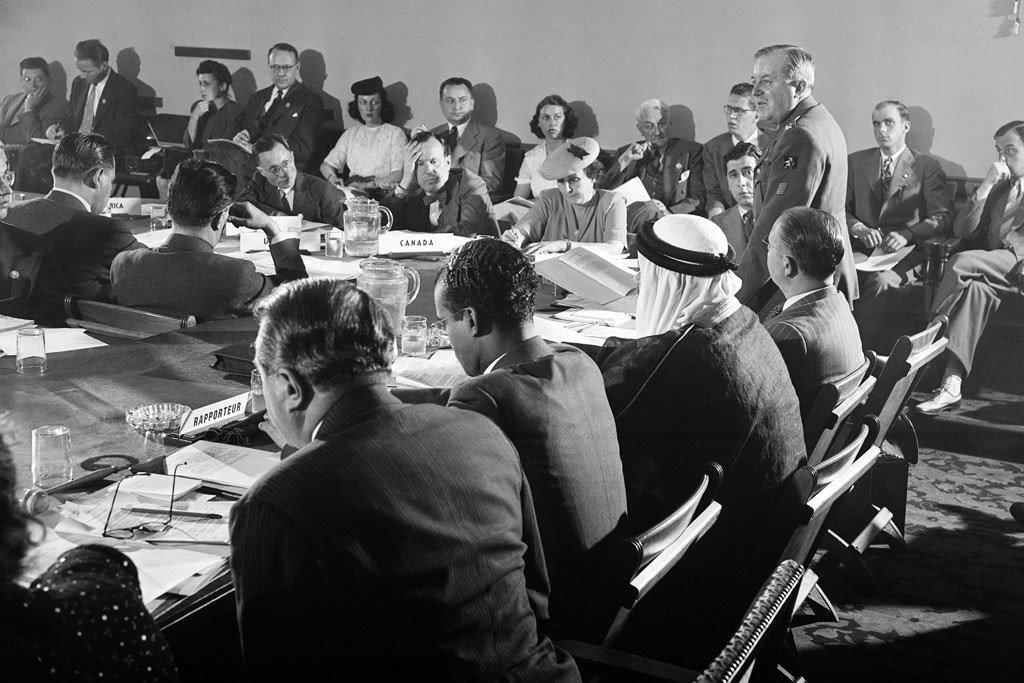 En 1945, les délégués de 50 pays se réunirent à San Francisco pour rédiger la future Charte des Nations Unies.