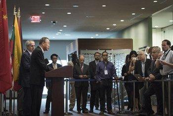 联合国秘书长潘基文在纽约联合国总部向媒体发表讲话   联合国图片/Mark Garten