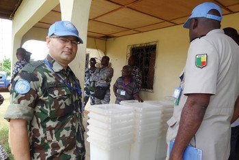 Under the watchful eyes of Ivorian security forces and United Nations Operation in Côte d'Ivoire (UNOCI) peacekeepers, material from the Independent Electoral Commission for the 25 October 2015 election arrives in Taï.