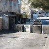 من الأرشيف: حاجز طريق في الطور بالقرب من مستشفى المقاصد في القدس الشرقية، وضعته القوات الإسرائيلية في أكتوبر 2015 في الأحياء الفلسطينية، وسط استمرار موجة العنف في جميع أنحاء الأراضي الفلسطينية المحتلة، وإسرائيل.
