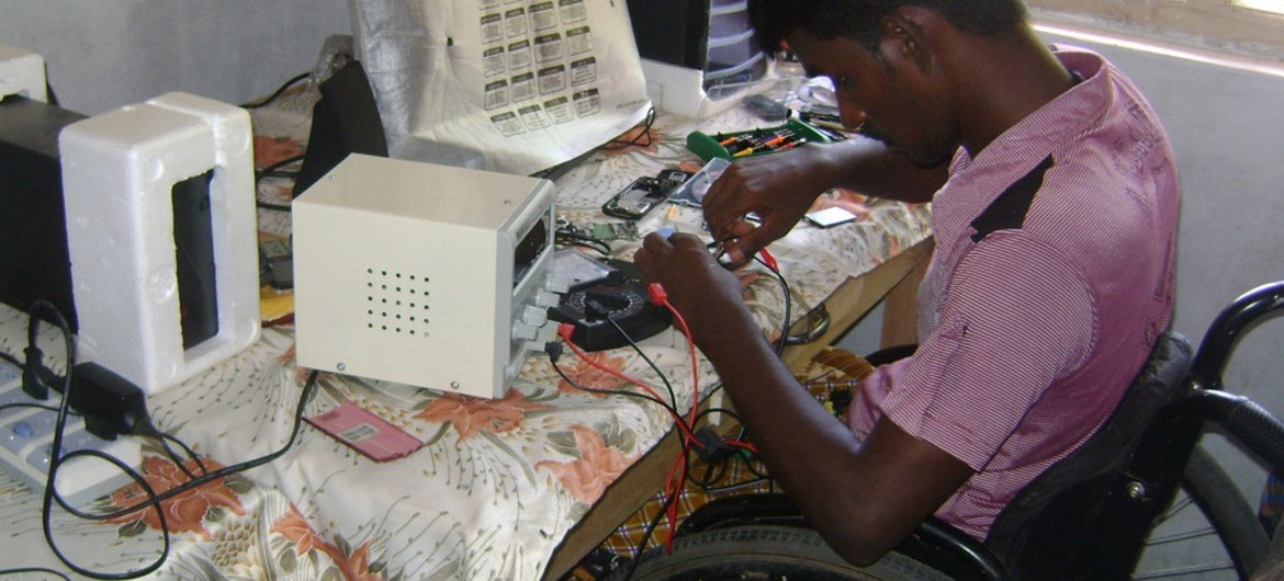 Turn toxic e-waste into a source of 'decent work', UN labour agency