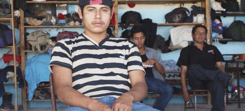 Joven migrante salvadoreño víctima de la violencia en su país. Foto de archivo:  Amy Stillman/IRIN