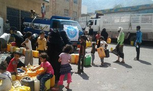 WHO is continuing to deliver water to people in Taiz City, Yemen.