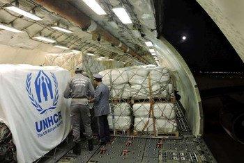 Acheminement d'aide humanitaire aux Sahraouis des camps de Tindouf, en Algérie.