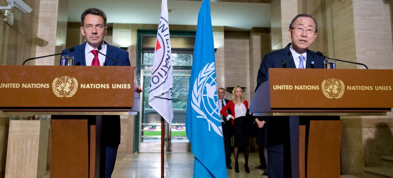 El Secretario General de la ONU, Ban Ki-moon,  y la Sra. Ban visitan un centro de recepción de refugiados en la Comunidad de Sant Egidio, en Roma, 17 de octubre de 2015. Captura de video UNIFEED. Foto ONU/Jean Marc Ferre