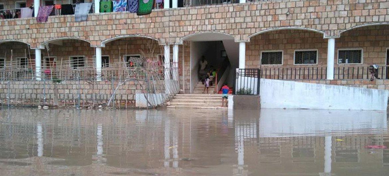 El clicón Chapala ha inundado y destruido cientos de viviendas en Yemen. Foto: UNICEF/Ahmed Tani