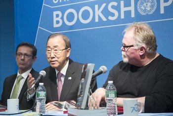 """At the book launch of """"Moving Away from the Death Penalty: Arguments, Trends and Perspectives,"""" Secretary-General Ban Ki-moon (centre) is flanked by Assistant Secretary-General for Human Rights, Ivan Šimonović (left) and Kirk Bloodsworth, the first death row inmate exonerated by DNA."""