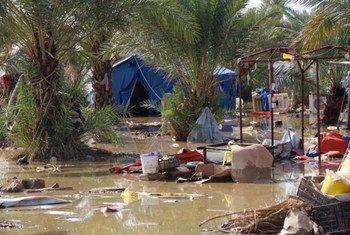 Наводнение  в лагере  Такия в Багдаде, вызванное проливными дождями  в конце октября   2015 года. Фото Управления ООН по координации гуманитарных вопросов/  Темба Линден