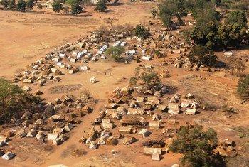 Vue aérienne de la ville de Batangafo, en République centrafricaine.
