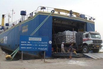 من الأرشيف: وصول مساعدات إنسانية إلي ليبيا. المصدر: برنامج الأغذية العالمي