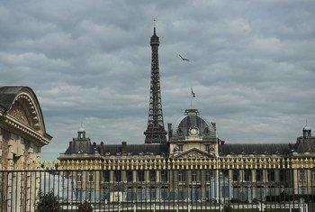París es una de las ciudades en alerta por la ola de calor en Francia. Foto: ONU/Mark Garten