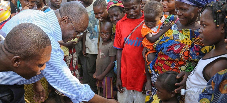 Humanitarian Coordinator in the Central African Republic Aurélien Agbénonci (2nd left), visits an IDP camp in Kaga Bandoro.