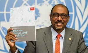 Executive Director of UNAIDS, Michel Sidibé, displays a copy of a new UN report, <em>'Focus on location and population: on the Fast-Track to end AIDS by 2030,'</em> launched ahead of World AIDS Day.