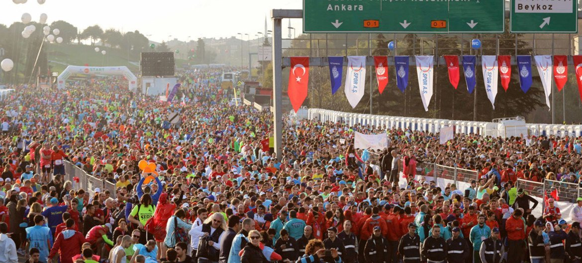 """More than 100,000 people took part in the 2015 International Istanbul Marathon in Turkey on 15 November, with the slogan """"Say No to Violence Against Women,"""" and the overall colour theme of the marathon was orange."""