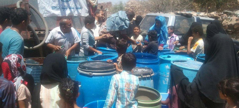 La ciudad de Taiz en Yemen se encuentra en un estado de sitio virtual, con miles de personas en una situación desesperada por conseguir agua, alimentos y otros bienes básicos. Foto: OMS Yemen