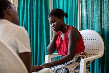 Une adolescente vivant avec le VIH au Malawi. PhotoUNICEF/HIVA201500101/Schermbrucker