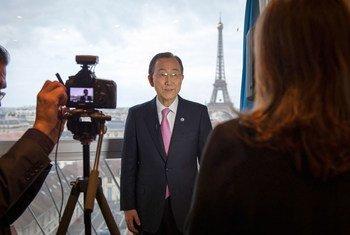 潘基文秘书长出席巴黎气候变化会议资料图片。联合国图片/Rick Bajornas