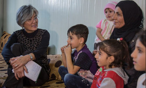 La Coordinatrice adjointe des secours d'urgence de l'ONU, Kyung-wha Kang (à gauche), visite le camp pour les personnes déplacées de Harshm à Erbil, en Iraq.