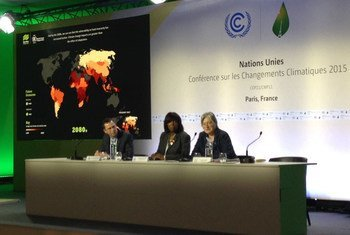 """At COP21, Ertharin Cousin, WFP's Executive Director (centre) launches the UN agency's new tool – the """"Food Insecurity and Climate Change Vulnerability map."""" 1 December 2015."""