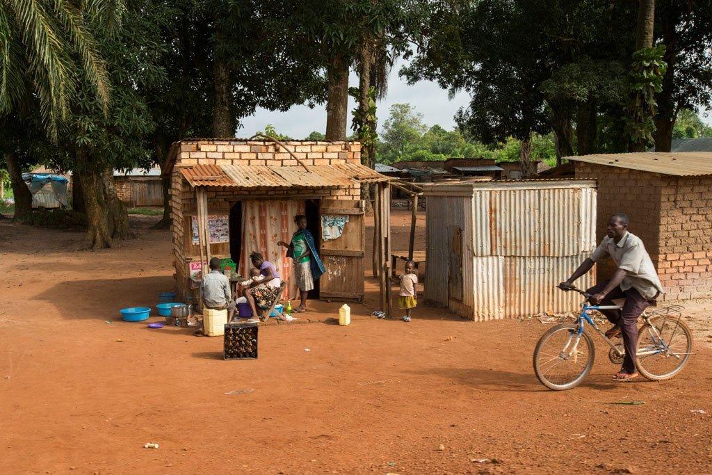 Kijiji nchini Sudan Kusini, barabarani kati ya Yambio na Maridi, Equatoria ya Magharibi.