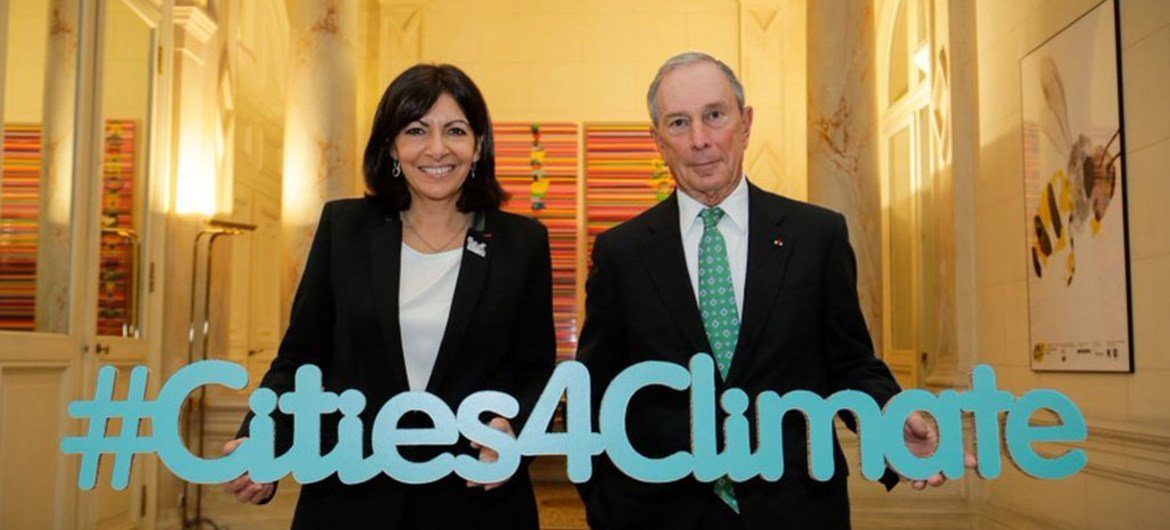 Anne Hidalgo, Mayor of the City of Paris and Michael R. Bloomberg, the UN Secretary-Generals Special Envoy for Cities and Climate Change, co-host the Climate Summit for Local Leaders on the margins of the UN climate change conference. 4 December 2015.