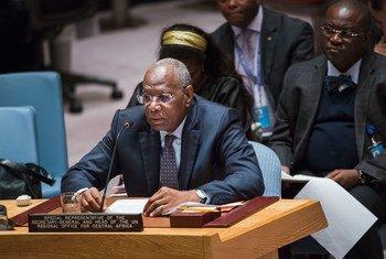 Le Représentant spécial du Secrétaire général pour l'Afrique centrale, Abdoulaye Bathily, au Conseil de sécurité de l'ONU en décembre 2015. Photo : ONU/Amanda Voisard