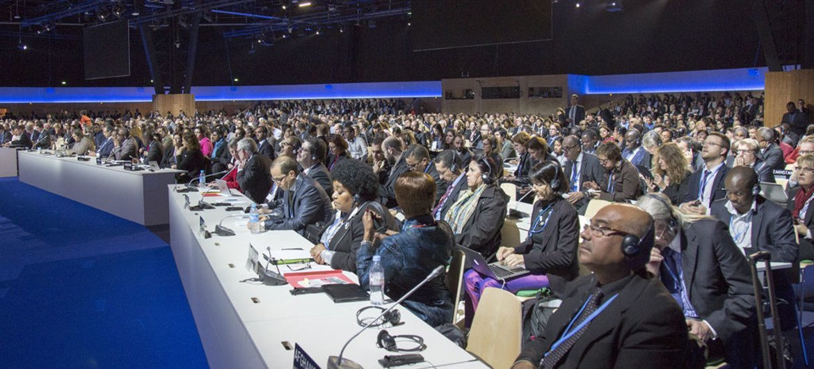Plenary session of the United Nations climate change conference (COP21). 8 December 2015.