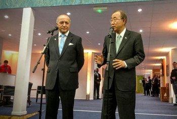 El Ministro del Exterior de Francia, Laurent Fabius, y el Secretario General de la ONU, Ban Ki-moon. Foto: ONU/Florencia Soto-Nino