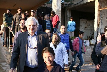 Under-Secretary-General for Humanitarian Affairs, Stephen O'Brien visits communities in the Al Waer neighbourhood of Homs, Syria, where the parties recently agreed a cessation of hostilities.
