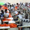 Трудящиеся на фабрике в Гане.