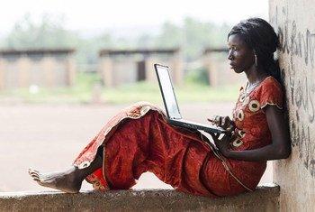 国际电信联盟今天表示,到2018年底,全球因特网使用人数将首次达到39亿,占世界人口总数的51.2%。在亚太和非洲地区的推动下,通过移动设备接入基本通讯服务正在成为主流。