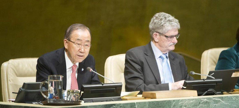 Ban Ki-moon informa a la Asamblea General de la ONU sobre la COP21. Foto: ONU/Rick Bajornas