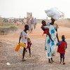 Una familia desplazada por la violencia en Sudán del Sur. Foto de archivo:  UNICEF/Sebastian Rich
