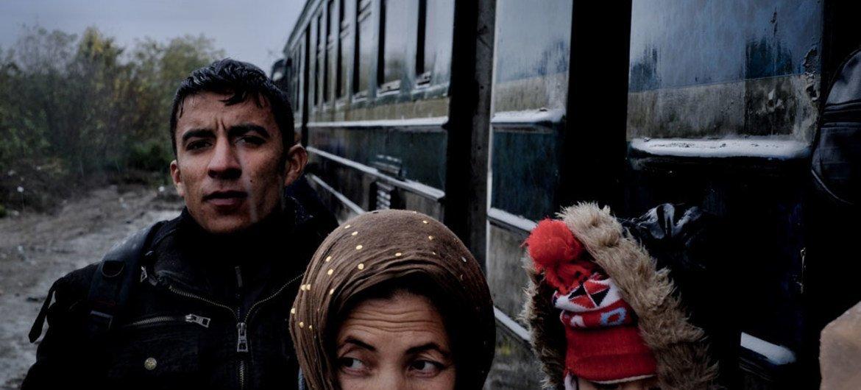 Refugiados atravesando un centro de migrantes y refugiados en Macedonia.Foto: UNICEF/Ashley Gilbertson VII