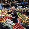 ВОЗ рекомендует утолять голод между приемами пищи сырыми овощами, несолеными орехами и свежими фруктами.