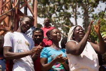 La OMS declaró el fin de la transmisión del ébola en África Occidental. @UNICEF/NYHQ-1432/La Rose