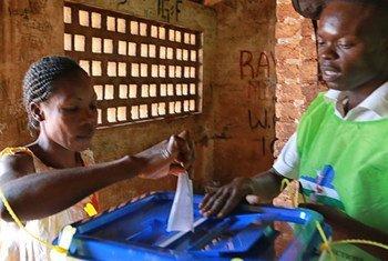 中非共和国人民在大选中行使投票权  联合国图片