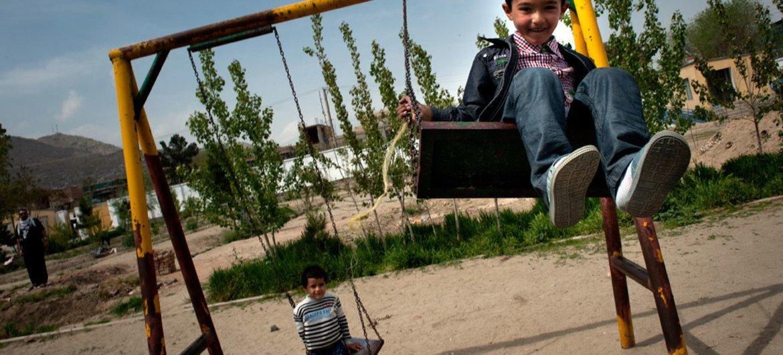 Des enfants jouent à Kaboul, en Afghanistan. Photo UNICEF/Agron Dragaj