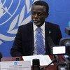 El jefe de la MINUSCA, Parfait Onanga-Anyanga, informa a la prensa después de reunirse con los candidatos presidenciales en República Centroafricana. Foto: MINUSCA