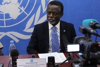 Le Représentant spécial du Secrétaire général en République centrafricaine, Parfait Onanga-Anyanga, lors d'une conférence de presse. Photo MINUSCA