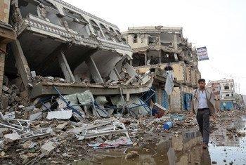 La ville de Sa'ada au Yémen gravement endommagée par des frappes aériennes en janvier 2016. Photo : OCHA/Philippe Kropf