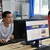 在世界银行的支持下,中国重庆市政府鼓励当地雇主改善民工的生活条件,包括在企业园区建立图书馆。