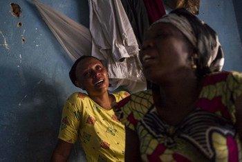 Familiares de un estudiante asesinado en Buyumbura.  Foto: Phil Moore/IRIN