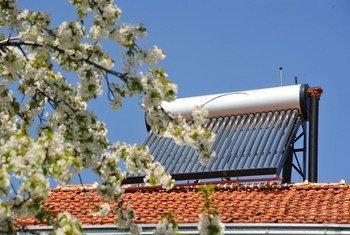Обогреватель на солнечной энергии. Фото Всемирного банка