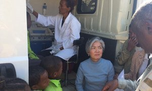 Assistant Secretary-General for Humanitarian Affairs and Deputy Emergency Relief Coordinator Kyung-wha Kang (centre) pays a visit to a mobile dental school bus in the Maekel region of Eritrea.