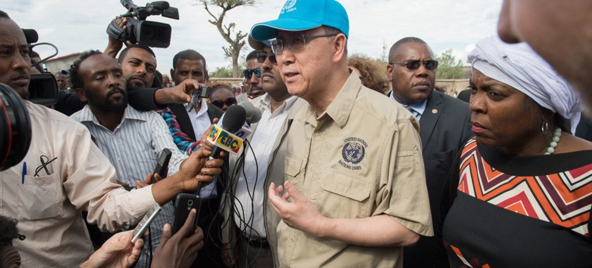 United Nations Secretary-General Ban Ki-moon (centre), accompanied by World Food Programme (WFP) Executive Director Ertharin Cousin (right), visited drought-affected Ziway Dugda Woreda, Oromia Region in Ethiopia.