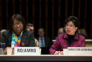 Carissa Etienne e a ex-diretora-geral da OMS Margaret Chan