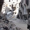 من الأرشيف: آثار الدمار في مخيم اليرموك للاجئي فلسطين في سوريا.