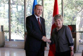 The Turkish President, Recep Tayyip Erdogan (left), with ECLAC Executive Secretary Alicia Bárcena.
